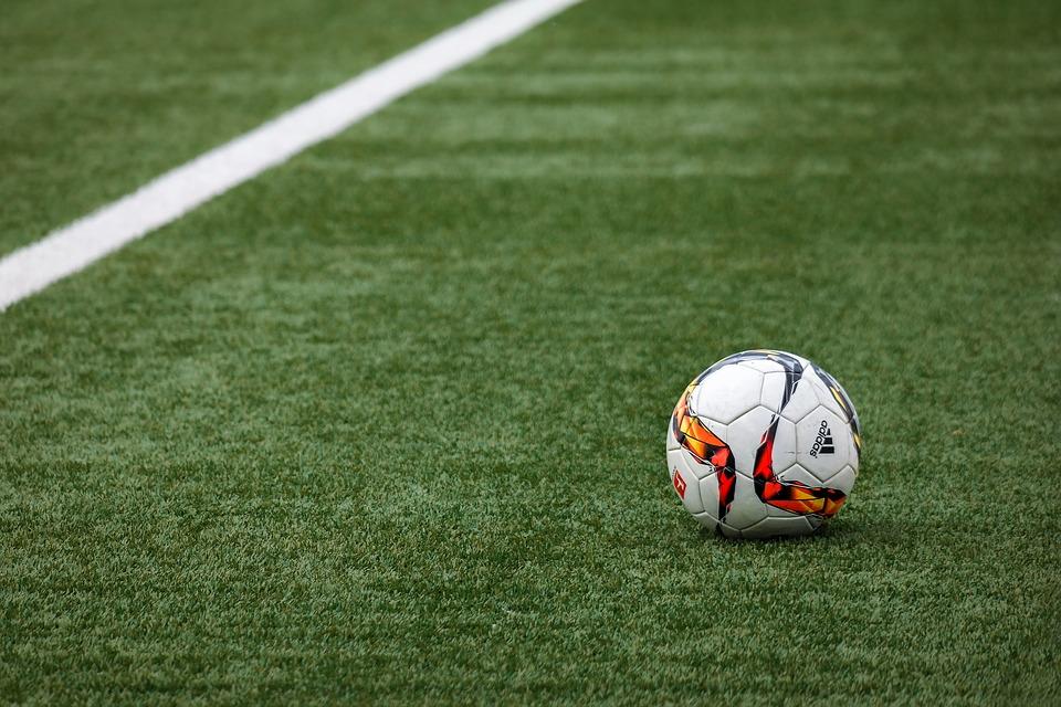 Картинки футбольный мяч на поле, днем студентов открытки